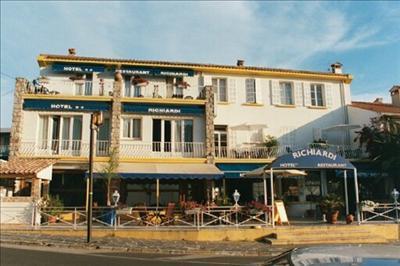 H tel le richiardi hotel carqueiranne france prix r servation moins cher avis photos vid os - Restaurant carqueiranne port ...