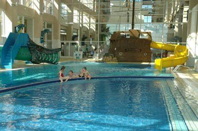Explorers at disneyland paris magny le hongre hotel - Explorer hotel paris swimming pool ...