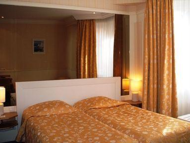 Hotel royal lutetia hotel strasbourg france prix for Prix hotel moins cher