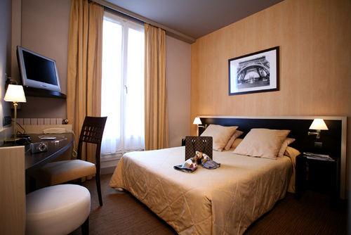 La demeure hotel paris france prix r servation moins for Reservation hotel paris pas cher