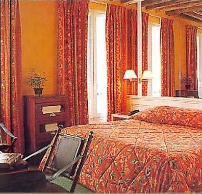 Hotel pavillon montaigne hotel paris france prix for Prix hotel moins cher