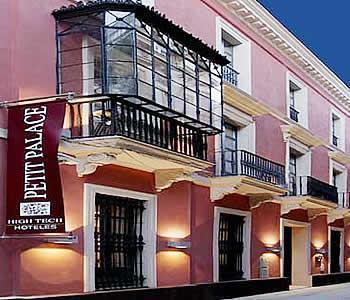 Petit palace marques santa ana hotel sevilla espagne for Hotel petit prix
