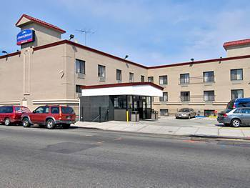 Howard johnson inn jamaica jfk airport queens hotel null for Hotels closest to jfk airport