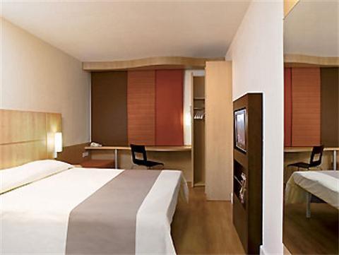 Ibis Paris Berthier Porte De Clichy Hotel Paris France
