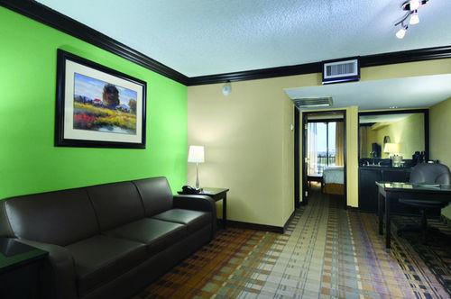 Crowne Plaza Suites Houston Southwest Houston, Hotel null. Limited ...