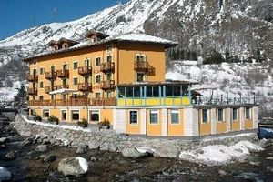 Hotel Dora - La Thuile La Thuile, Hotel Italy. Limited Time Offer!