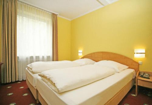 golden leaf parkhotel im lehel munich hotel germany limited time offer. Black Bedroom Furniture Sets. Home Design Ideas