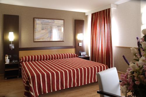 Catalonia Santa Justa Sevilla Hotel En Espana Descuentos De Hasta