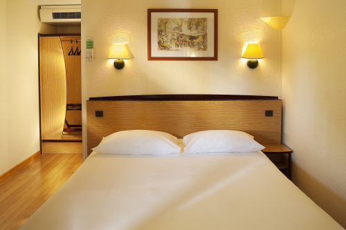 campanile chamb ry hotel chambery france prix r servation moins cher avis photos vid os. Black Bedroom Furniture Sets. Home Design Ideas