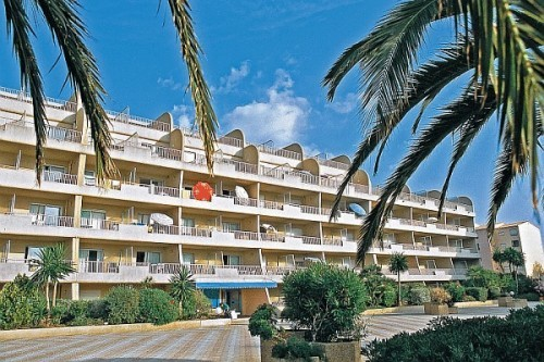 Ibis hyeres plage thalassa hotel les salins france for Appart hotel hyeres