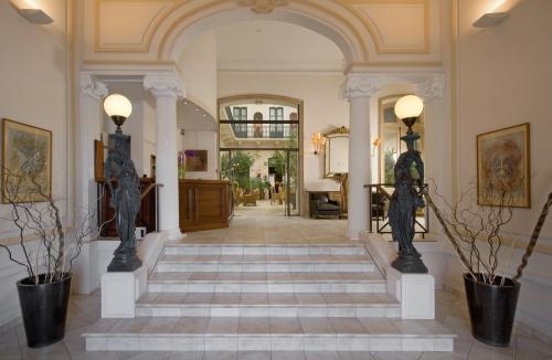 Le grand hotel hotel sete france prix r servation for Reservation hotel france moin cher