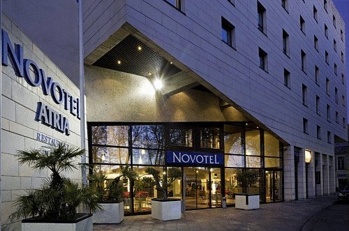 novotel atria nimes centre hotel nimes france prix r servation moins cher avis photos vid os. Black Bedroom Furniture Sets. Home Design Ideas
