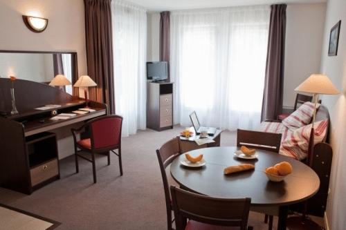 Appart 39 city le port marly hotel paris france prix for Prix appart city