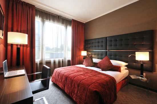 sealy posturepedic barnhart plush euro pillowtop queen mattress set