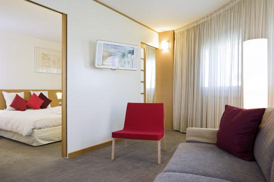 Novotel paris porte d 39 orleans hotel paris france prix for Hotel bas prix paris