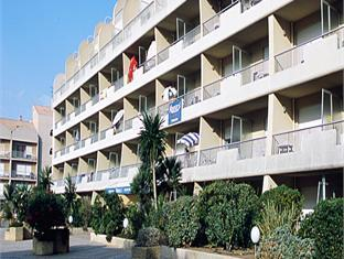 Ibis hyeres plage thalassa hotel les salins france for Appart hotel ibis